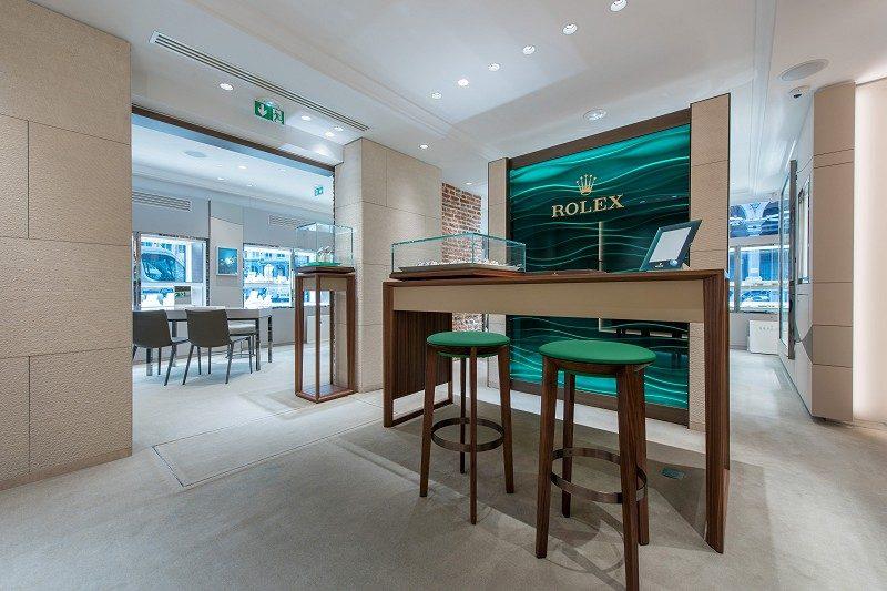 Bijouterie Lepage Espace Rolex - Limestone striée - Architectes : Nombre d'or Paris - Photographe Pierre Rogeaux